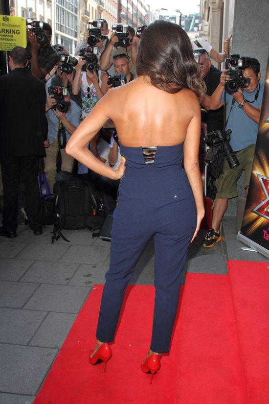 Nicole Scherzinger w granatowym kombinezonie