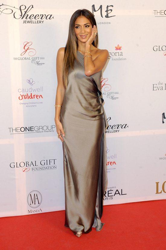 Nicole Scherzinger i zmysłowy połysk jedwabiu (FOTO)