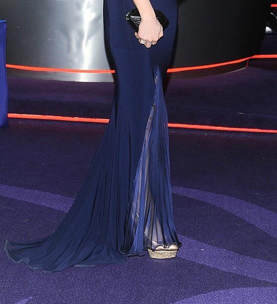 Marysia Niklińska w granatowej sukni