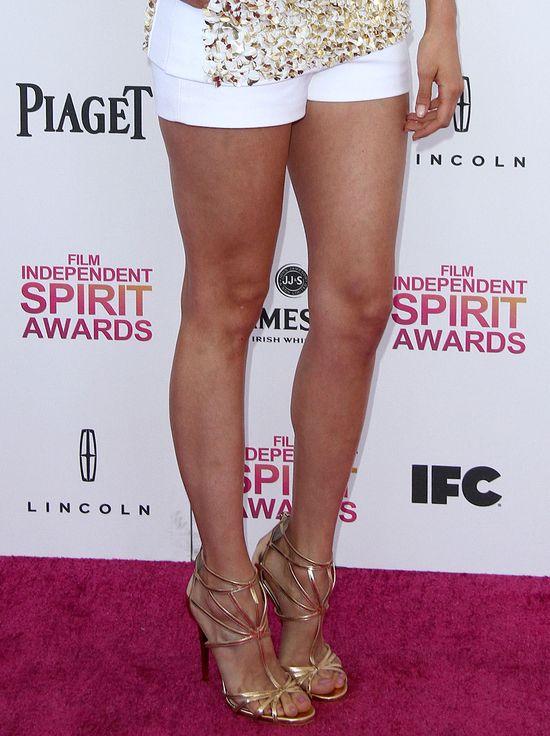 Nina Dobrev pokazała nogi w szortach od Michaela Korsa