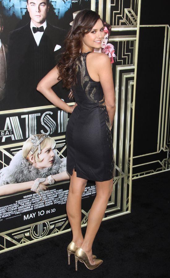 Nina Dobrev seksowna w Versace (FOTO)