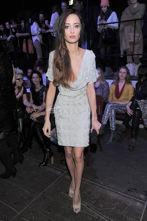 Agata Nizińska w sukni z dwoma dekoltami