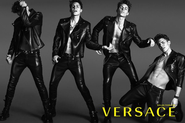 Nowa kampania Versace Menswear - uwaga, gorąco!