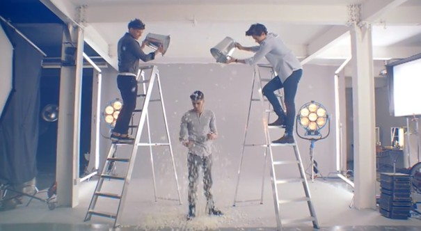 Reklama perfum One Direction - zabawna? (VIDEO)