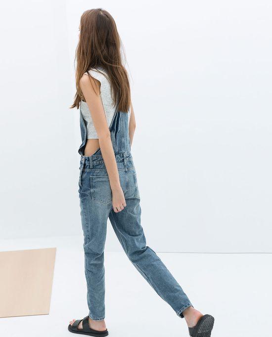 Alessandra Ambrosio w jeansowych ogrodniczkach (FOTO)