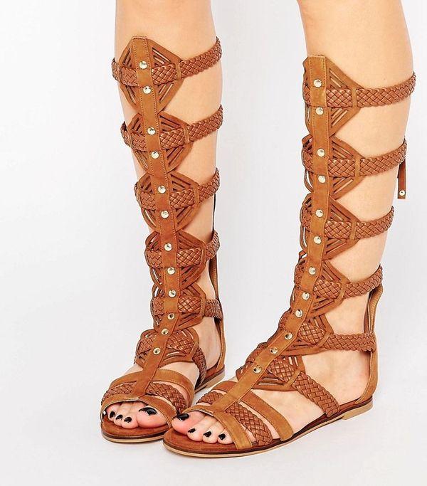Modne sandały na lato - rzymianki - przegląd oferty Asos