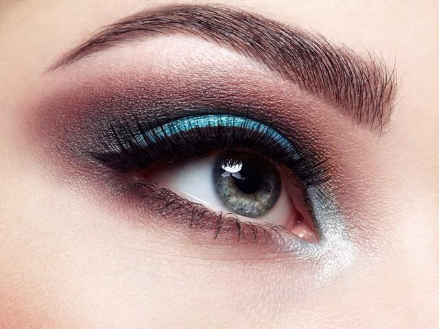 Tricki które sprawią, że Twoje oczy będą wyglądać ZJAWISKOWO