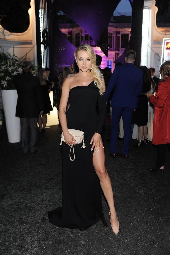 Ola Ciupa inspirowała się kreacją Angeliny Jolie? Na galę Playboya wybrała...
