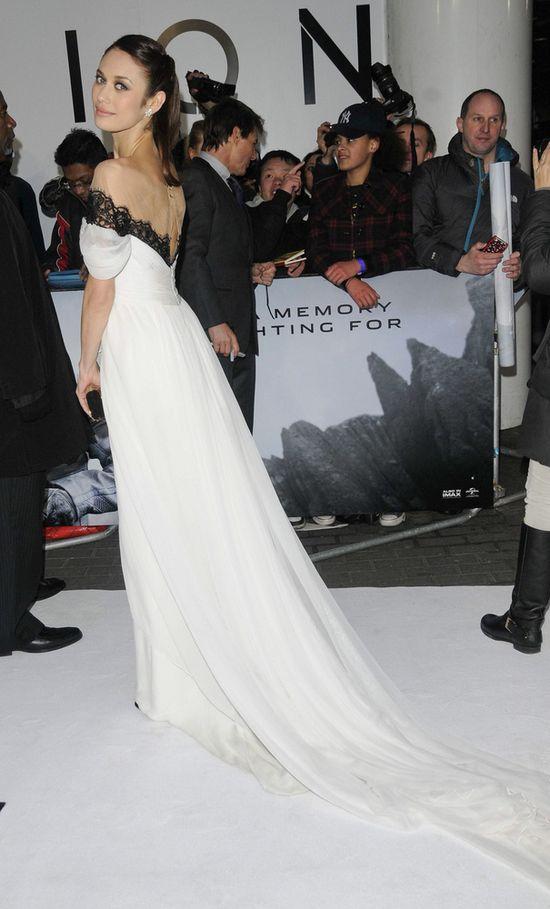 Olga Kurylenko jak księżniczka w białej sukience od Marchesy
