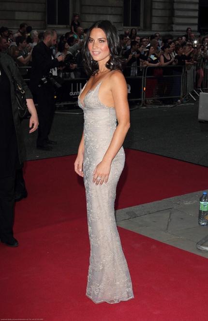 Olivia Munn w sukni Giorgio Armani (FOTO)