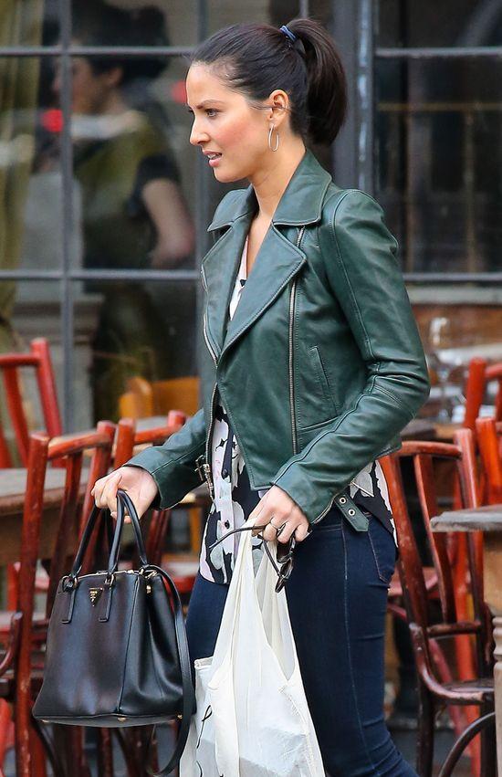 Olivia Munn w zielonej ramonesce