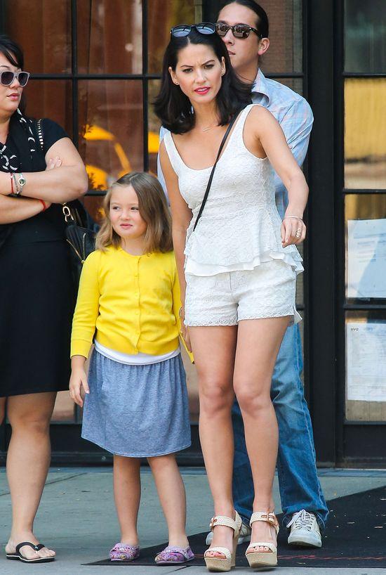 Julianne Hough i Olivia Munn w białych szortach