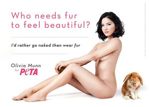 Olivia Munn nago dla PETA