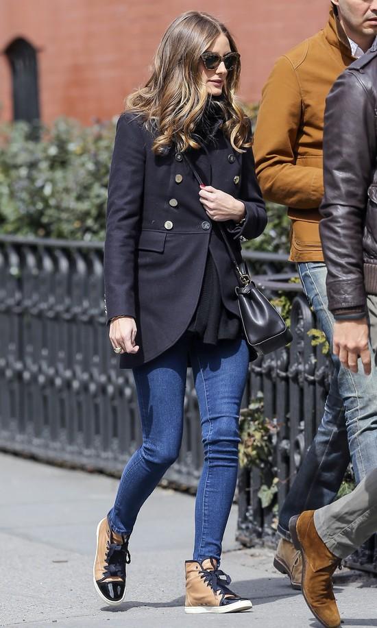Olivia Palermo w czarnym płaszczu