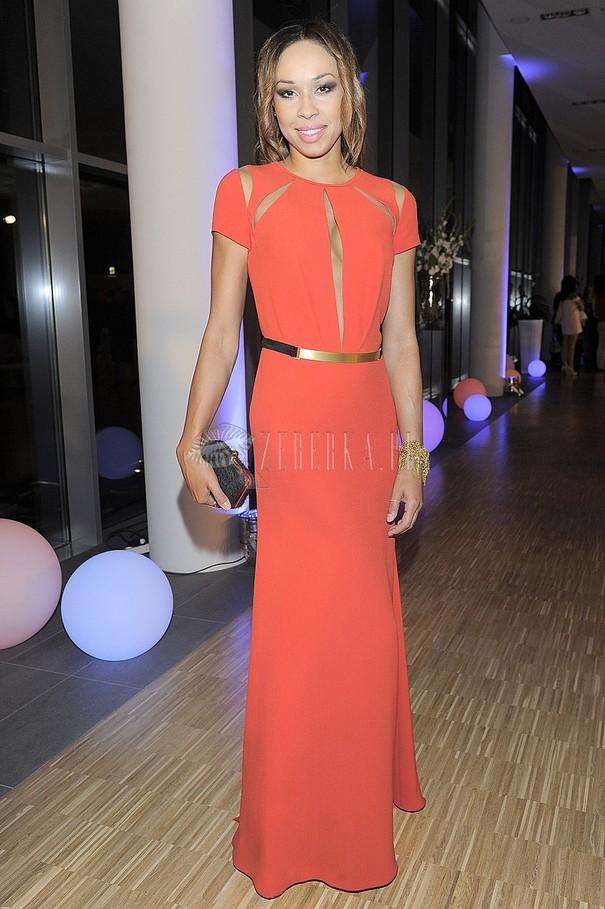 Omena Mensah w czerwonej sukni