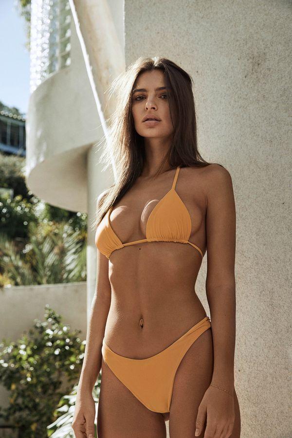 Kupiłybyście kostiumy kąpielowe od Emily Ratajkowkski? My spoglądając na...