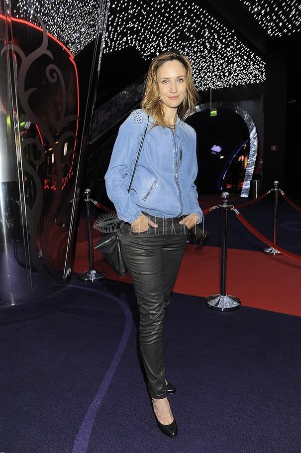 Ilona Ostrowska w jeansowej kurtce z ćwiekami