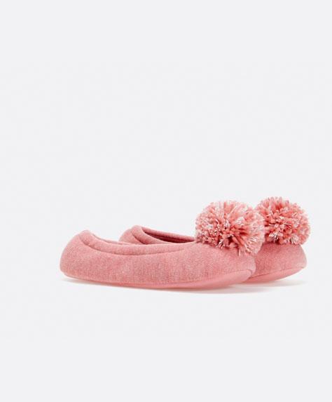 Wyprzedaż w Oysho - Ciepłe, urocze pantofle (FOTO)