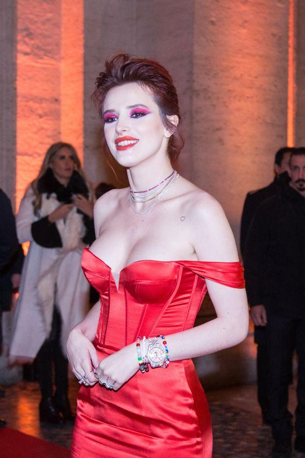 Na pewno nie spodziewacie się makijażu w TYCH kolorach po Belli Thorne!