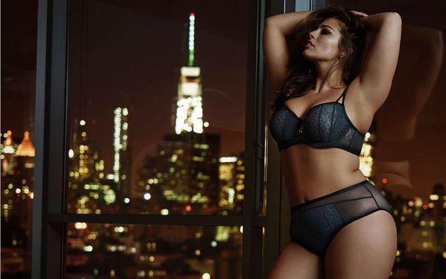 Ashley Graham, seksowna modelka XXL, znów reklamuję bieliznę