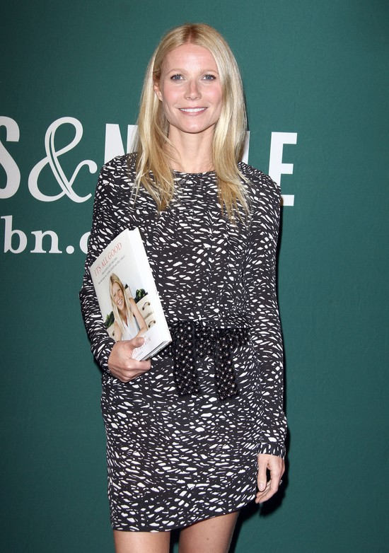 Gwyneth Paltrow w czarno-białej sukience