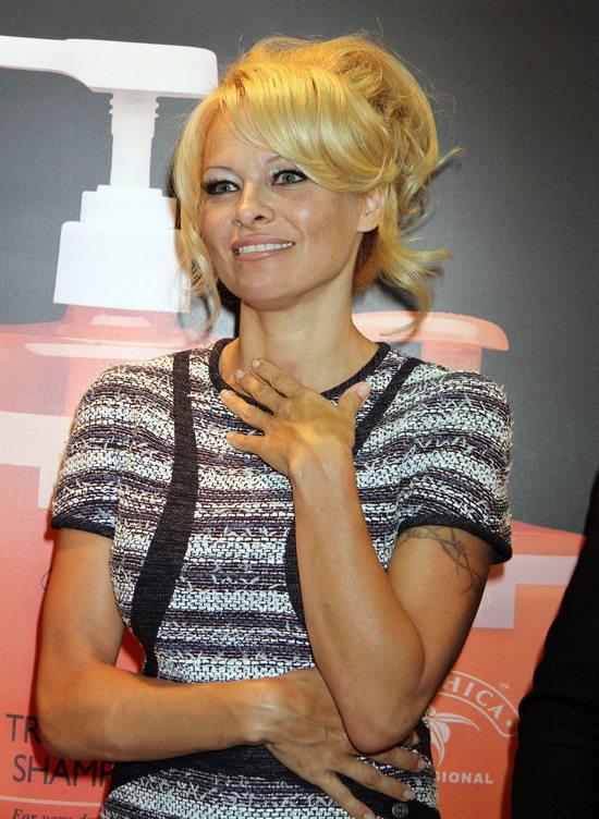 Skromna i elegancka Pamela Anderson