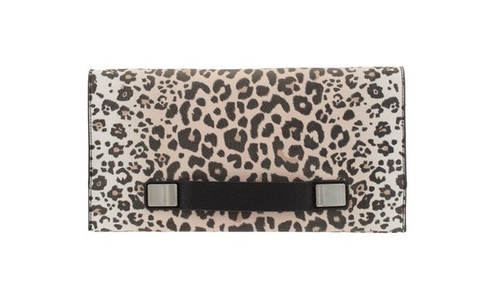 Jessica Alba ma nową ulubioną torebkę (FOTO)