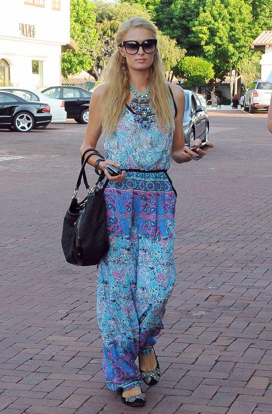 Paris Hilton w sukience w hinduskim stylu