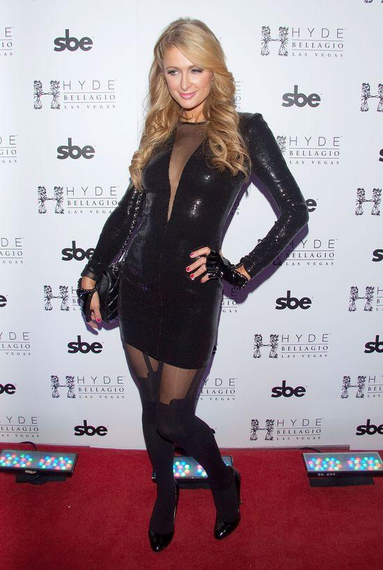 Paris Hilton w swoim seksownym look'u do... pracy (FOTO)