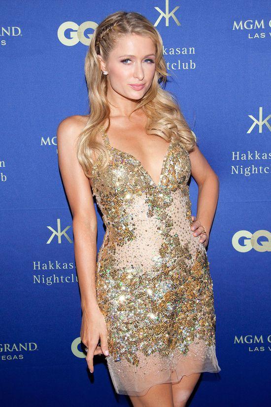 Paris Hilton w złotej sukience