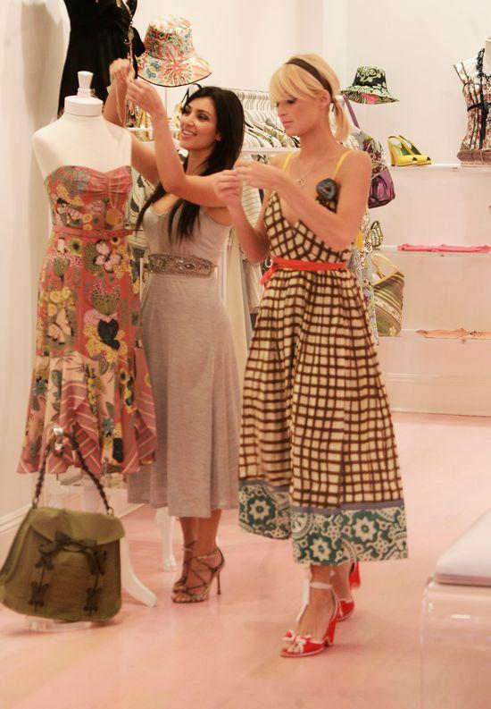 OMG! Znowu mamy rok 2006?! Kim Kardashian i Paris Hilton znowu balują razem