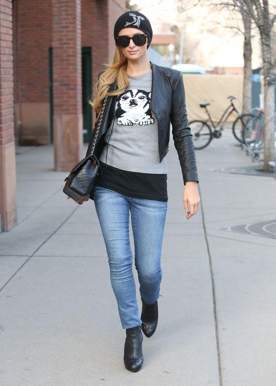 Paris Hilton i jej uroczy sweterek z chihuahuą (FOTO)