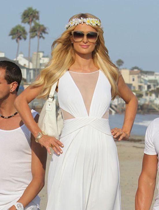 Paris Hilton w sukni ślubnej