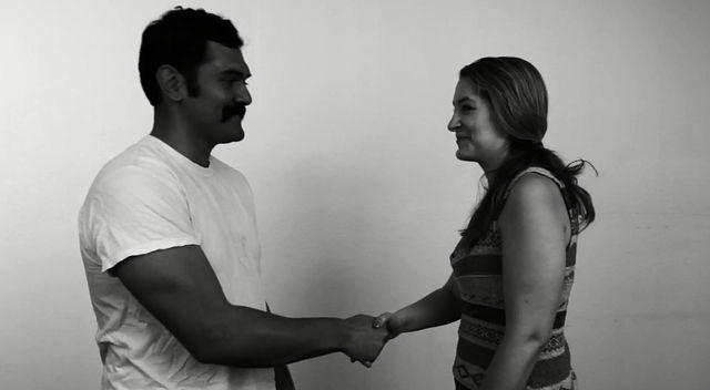 Spotkali się, by zrobić sobie... dobrze ręką (VIDEO)