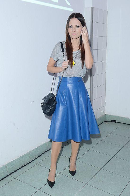 Paulina Sykut w skórzanej spódnicy w stylu lat 50-tych (FOTO