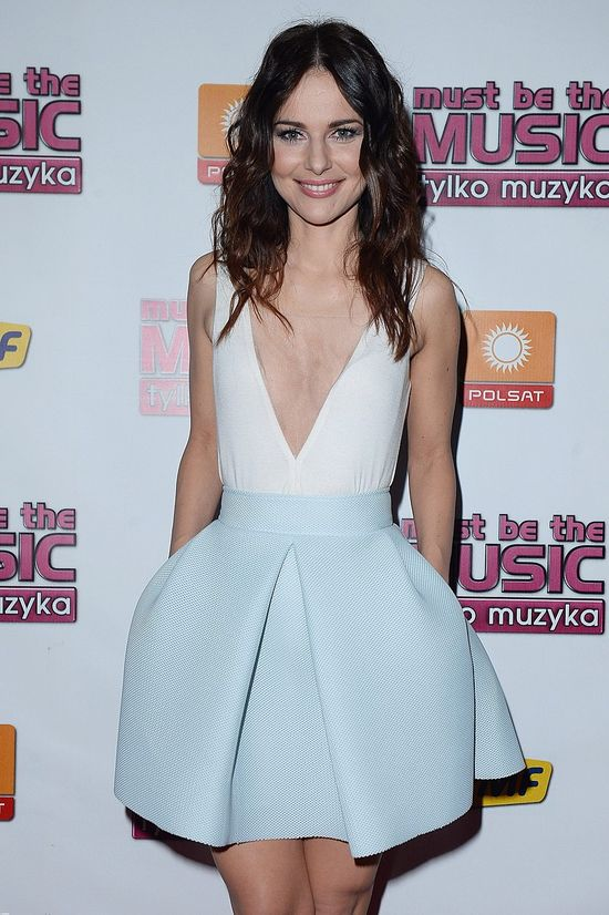 Paulina Sykut w sukience z głębokim dekoltem