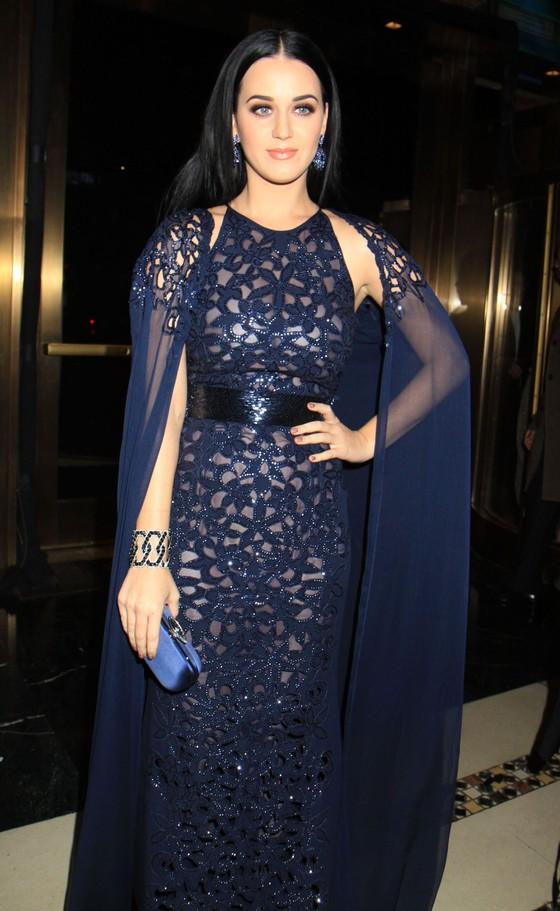 Katy Perry w granatowej sukni