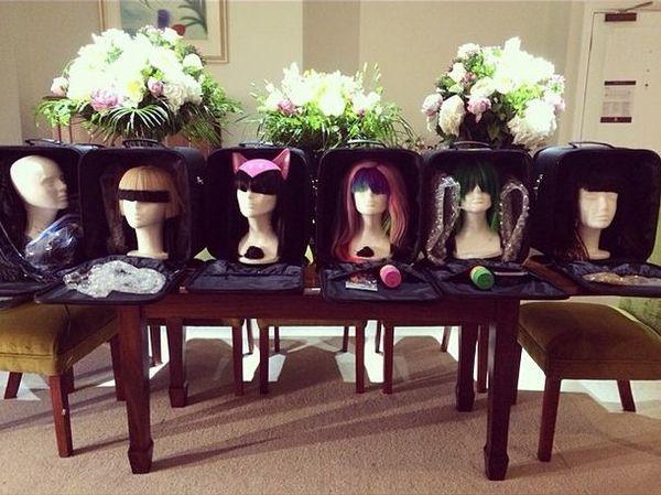 Która gwiazda pokazała swoją kolekcję peruk? (FOTO)