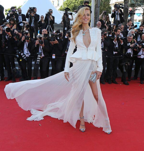Białe sukienki na czerwonym dywanie siódmego dnia w Cannes