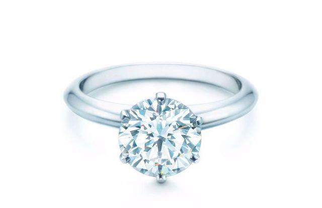 Marina Łuczenko pochwaliła się pierścionkiem zaręczynowym