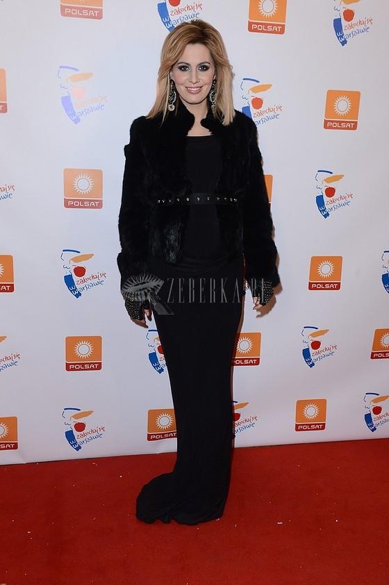 Agnieszka Popielewicz w czarnej sukni
