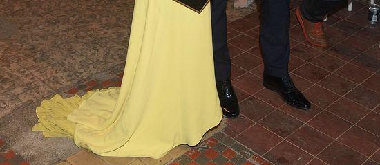 Małgorzata Rozenek w brudnej, żółtej sukience na pokazie