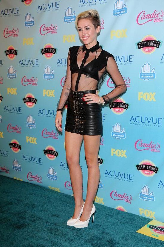 Miley Cyrus w Saint Laurent na Teen Choise Awards (FOTO)