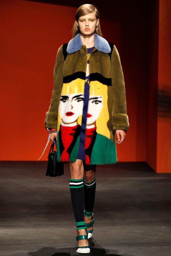 Anna Wintour w kontrowersyjnym płaszczu Prady