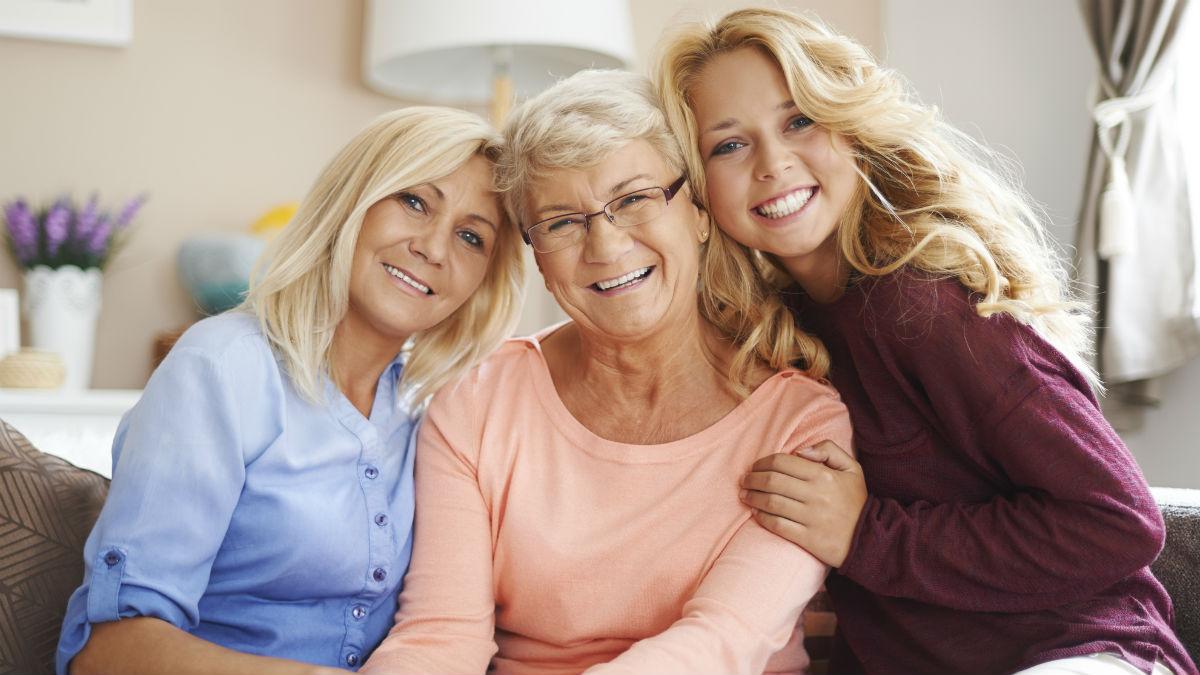 Szukasz prezentu na dzień babci? Oto kosmetyki, które przydadzą się też Tobie!