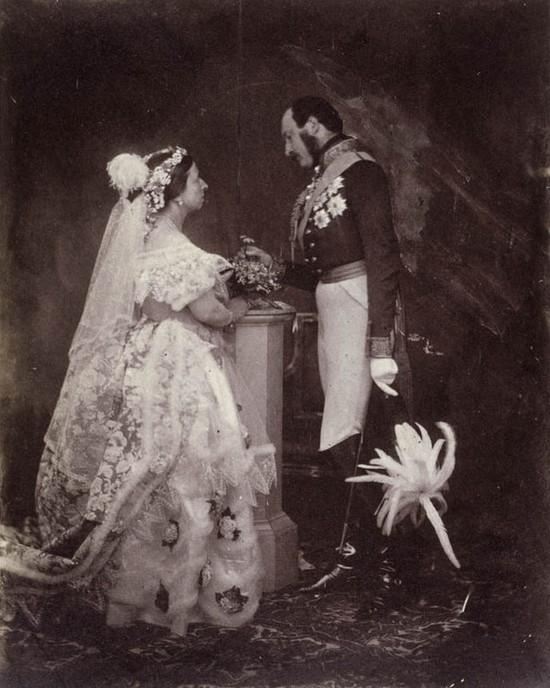 Historia białej sukni ślubnej