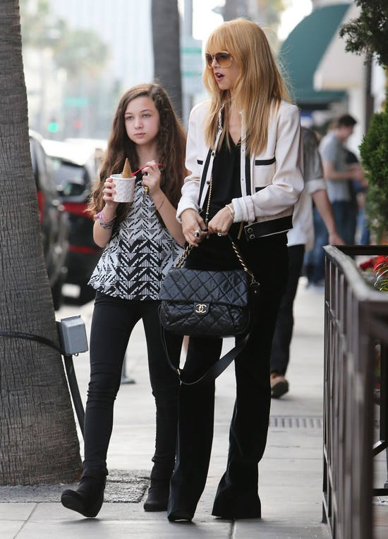 Rachel Zoe w modnej marynarce