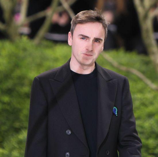 Wiemy, kto zastąpi Rafa Simonsa w domu mody Dior
