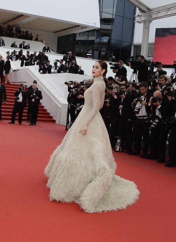 Araya A. Hargate w okazałej kreacji w Cannes (FOTO)