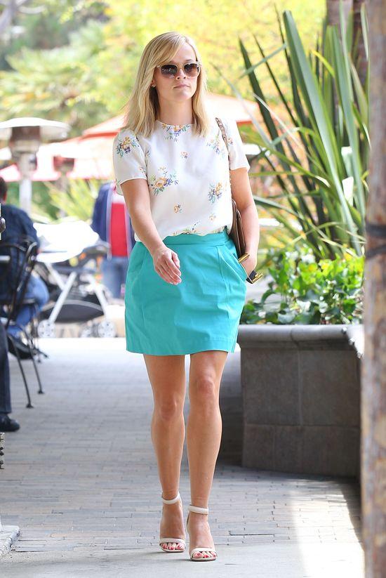 Reese Witherspoon w błękitnej mini (FOTO)